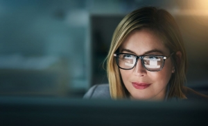Lady Learning SEO Online